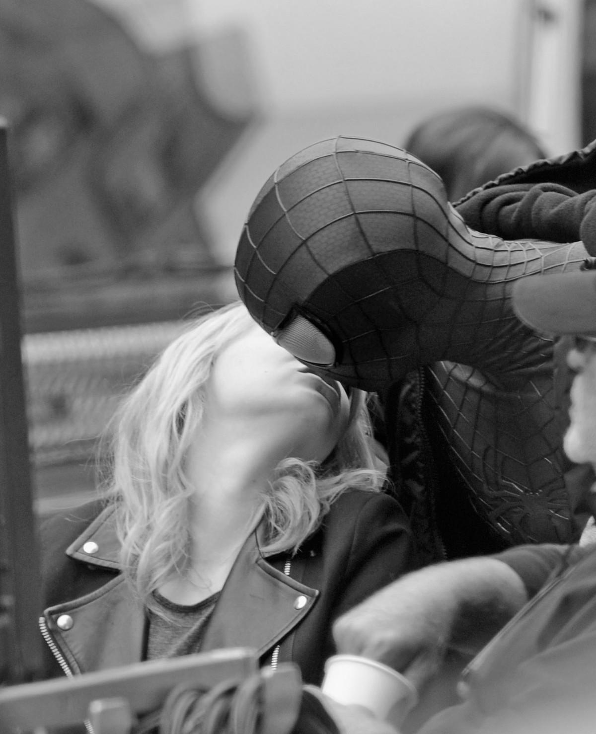 Emma-Stone-snuck-kiss-her-masked-boyfriend-Andrew-Garfield copy
